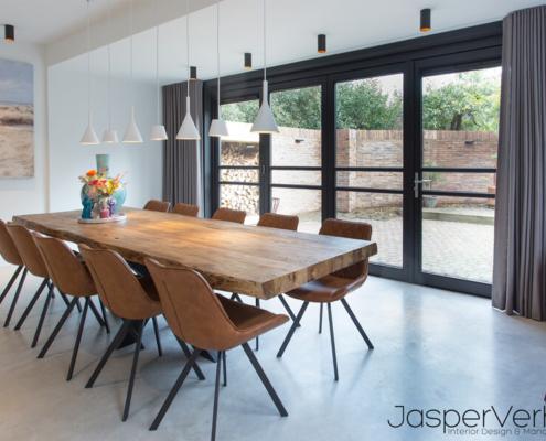 betonvloer voor in luxe grote keuken