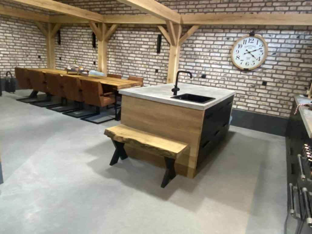 moderne boedrij keuken met luxe betonvloer